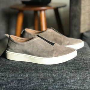 Women's Sofft Slip-On sneaker, 10M, Smoke Leather
